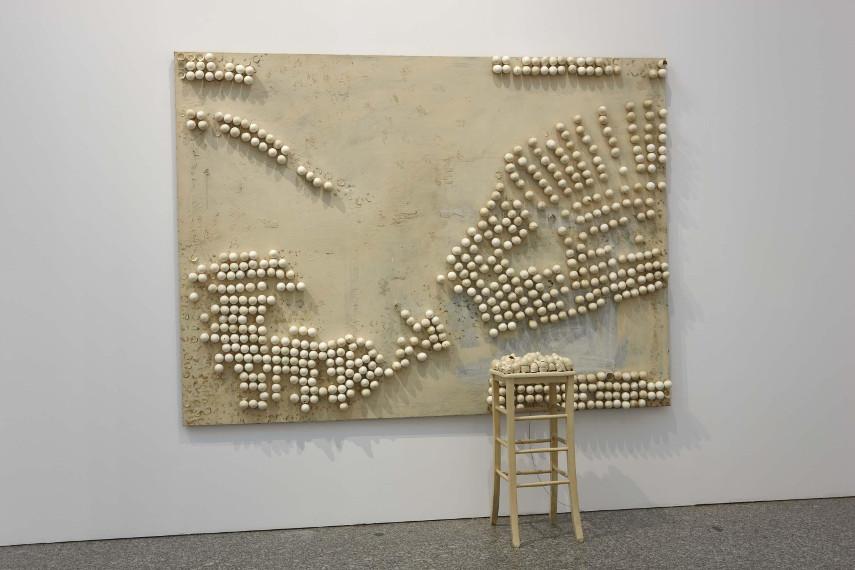 Marcel Broodthaers -Tapis de Sable, 1974 - Image via museoreinasofiaes