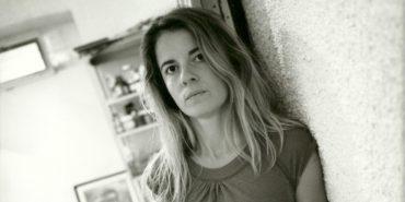 Mylene Kole - Portrait of the artist in galerie Jane Griffiths Val gallery