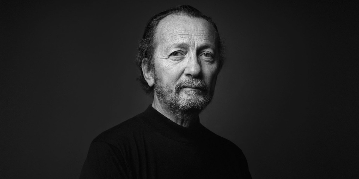Paolo Roversi - portrait - photo by Alex de Brabant