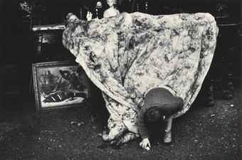 Ray Metzker-Untitled (boy with blanket)-1960
