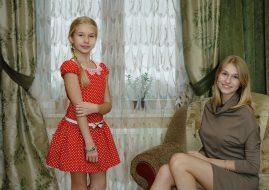 Rineke Dijkstra - Marianna and Sasha (detail), Kingisepp, Russia, November 2, 2014