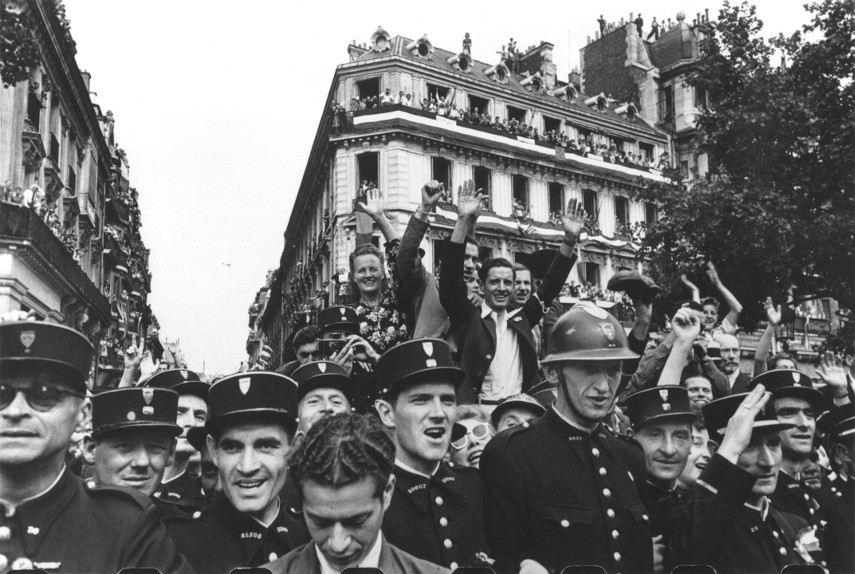 Robert Capa - Liberation of Paris, France, August 1944 - Image via pinterestcom