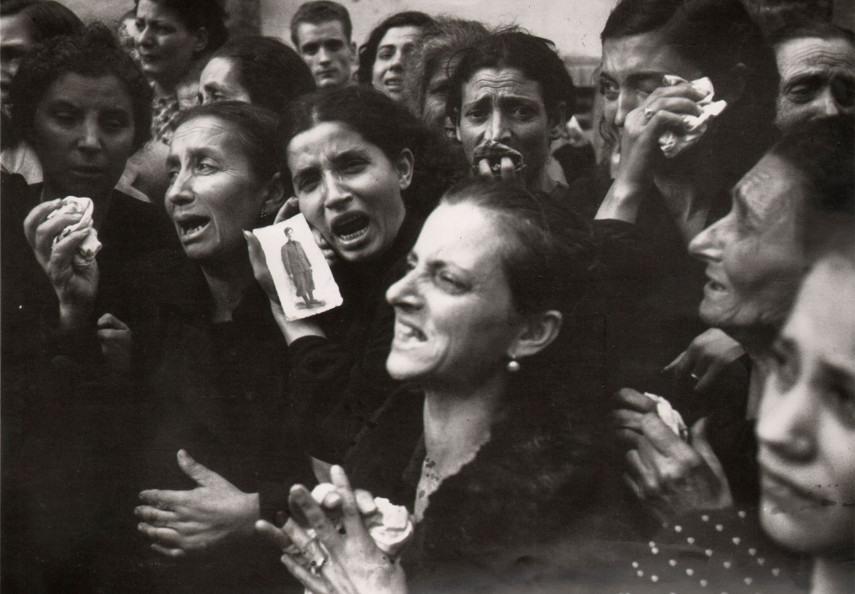 Robert Capa - Mothers of Naples, 1943 - Image via aphotoeditorcom