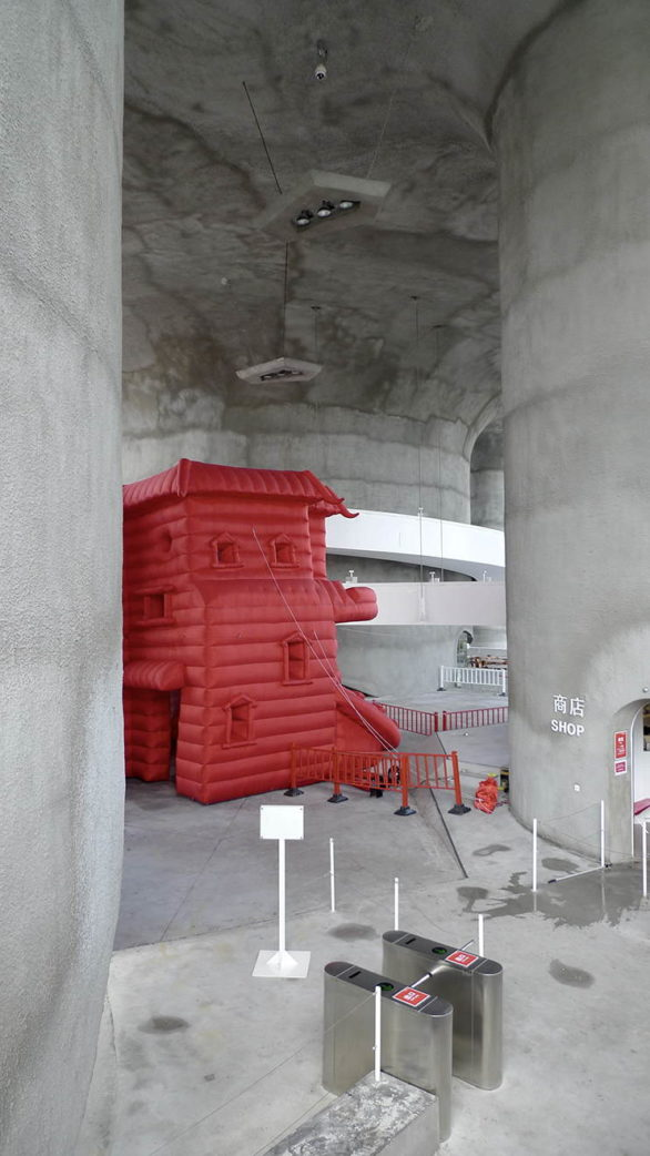Sandra Kunz and Yang Jian - The Container 2010