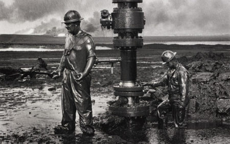 Sebastiao Salgado-Greater Burhan Oil Field, Kuwait-1991