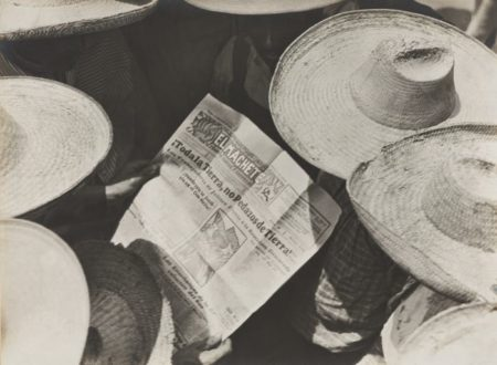Tina Modotti-Campesinos Reading El Machete-1929