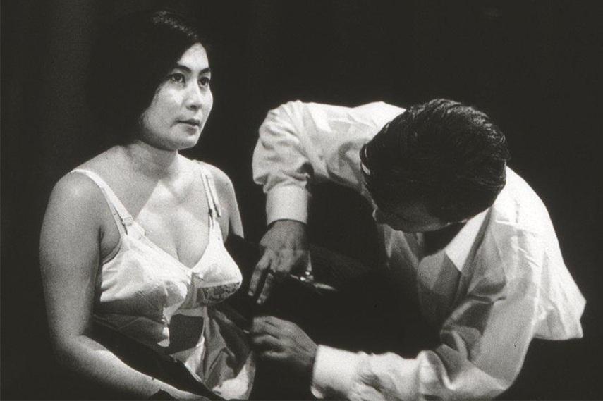 Yoko Ono - Cut Piece, 1966