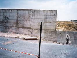 Mahmoud Darwich, Le Mur a Jerusalem Est