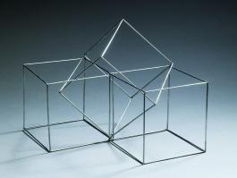 Sculpture à trois volumes
