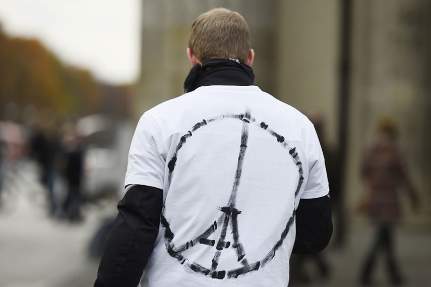 """""""Peace for Paris"""" symbol created by Jean Jullien"""