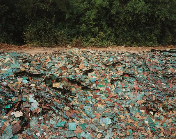 Edward Burtynsky-China Recycling #9, Circuit Boards, Guiyu, Guandong Province, China-2004
