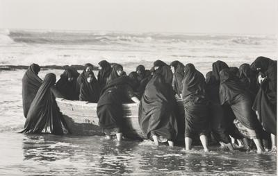 Shirin Neshat-Untitled (From The Rapture Series)-1999