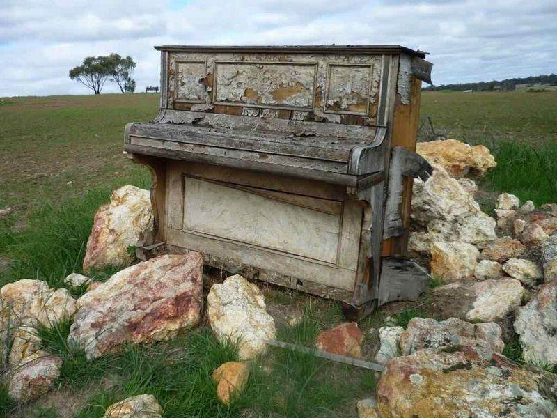 Brenda Stace Chat Piano Sculptures