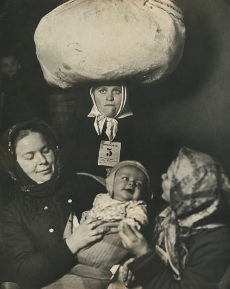 Lewis Wickes Hine-Slavic Mother And Child (Ellis Island, New York)-1905