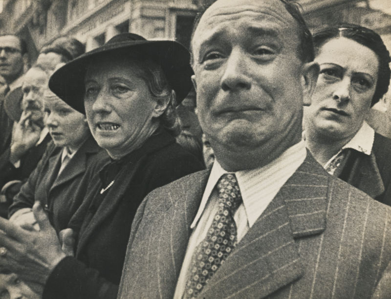 Movietone News - Frenchman Weeping, Marseilles-1941
