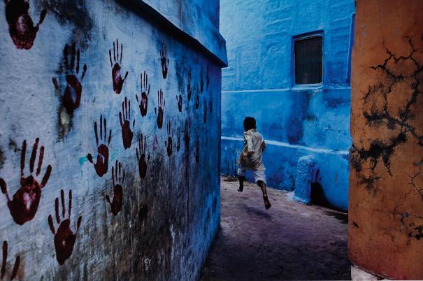 Steve McCurry-Boy In Mid-Flight, Jodhpur, India-2007