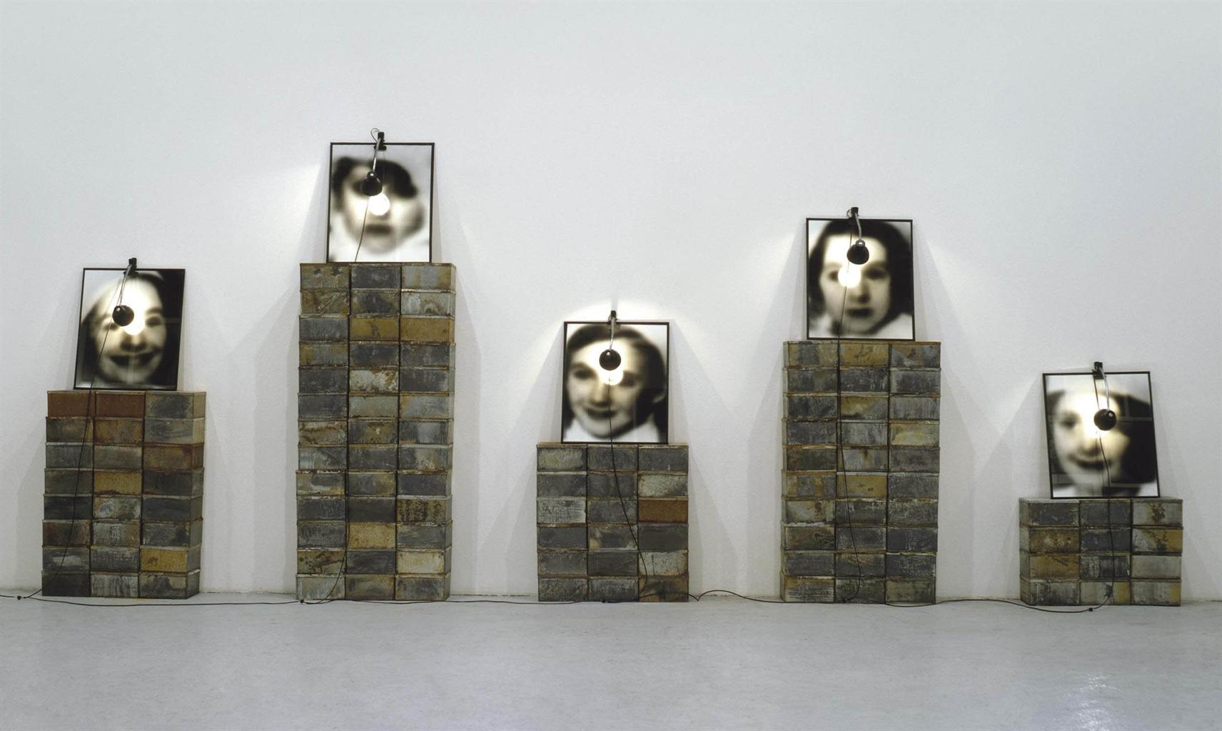 Christian Boltanski-Reserve (La fete du Pourim)-1989