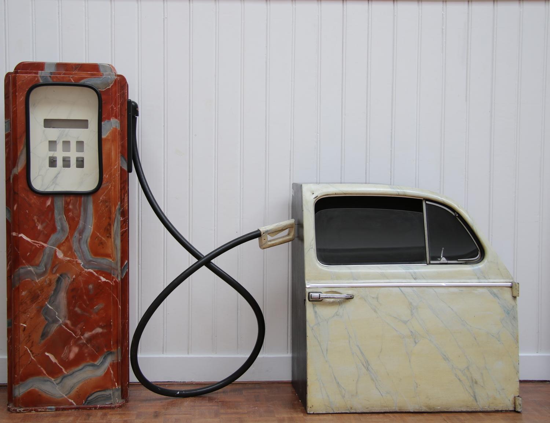 Araun Gordijn-Gas pump with VW-door-