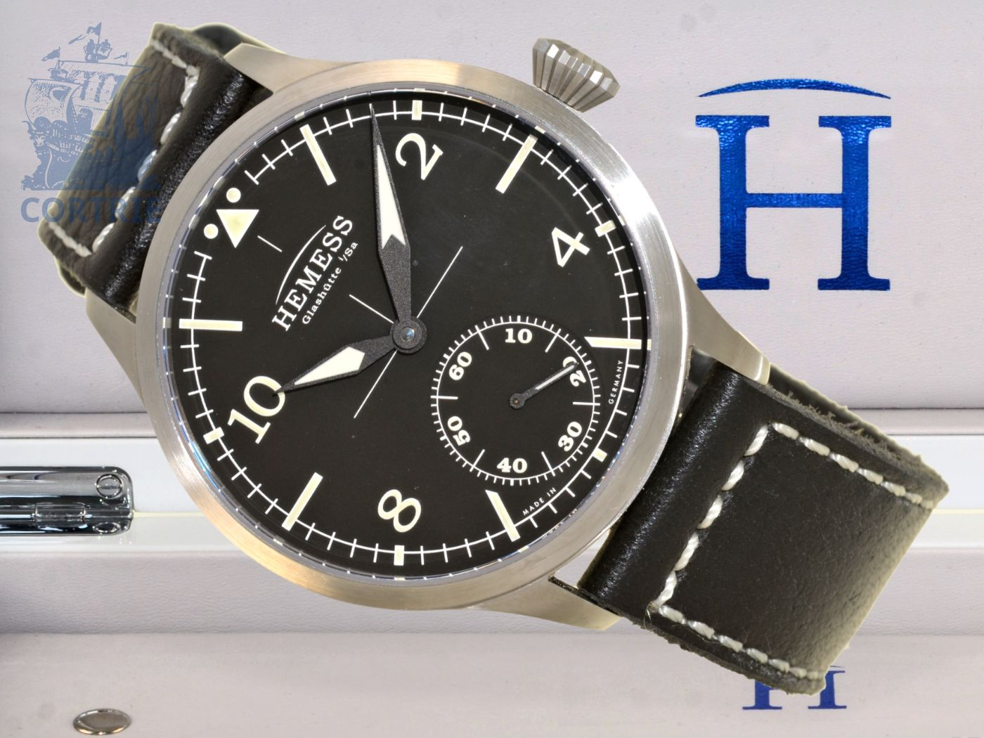 Wristwatch: high-class Glashütte pilot's watch Pilotuhr Hemess, reference A01063, unused, with original box and certificates-
