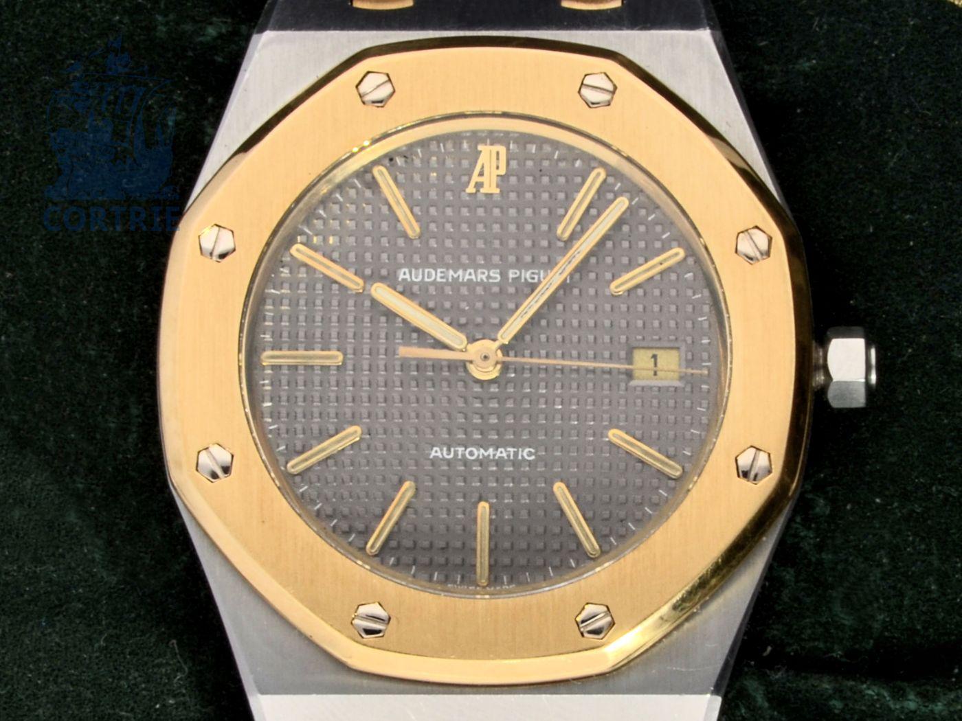 Wristwatch: high-class gentlemen's watch Audemars Piguet Royal Oak Automatic, 18 K gold/stainless steel, original box-
