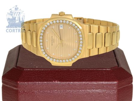 Wristwatch: luxurious heavy automatic gentlemen's watch Patek Philippe Nautilus with rare diamond dial and high grade diamonds-