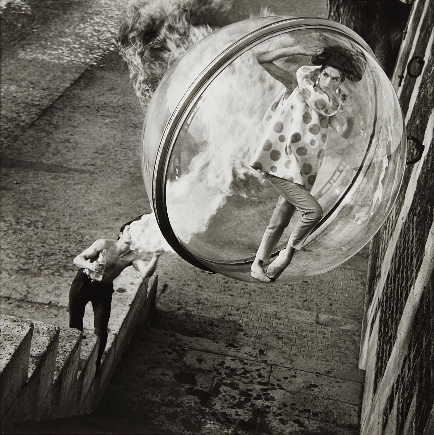 Melvin Sokolsky-Le Dragon, Harper's Bazaar, Paris-1963