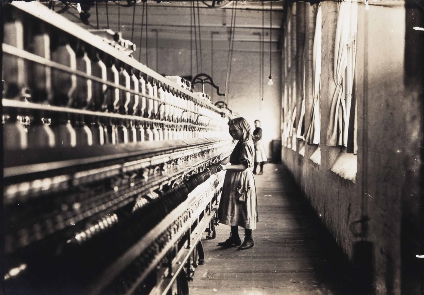 Lewis Wickes Hine-Girl working in a Carolina cotton mill-1908