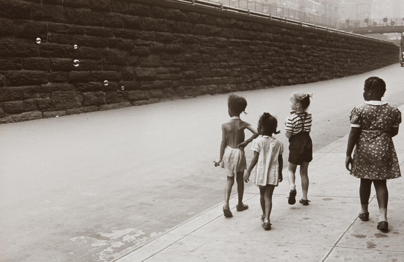 Helen Levitt-New York (Girls With Bubbles)-1942