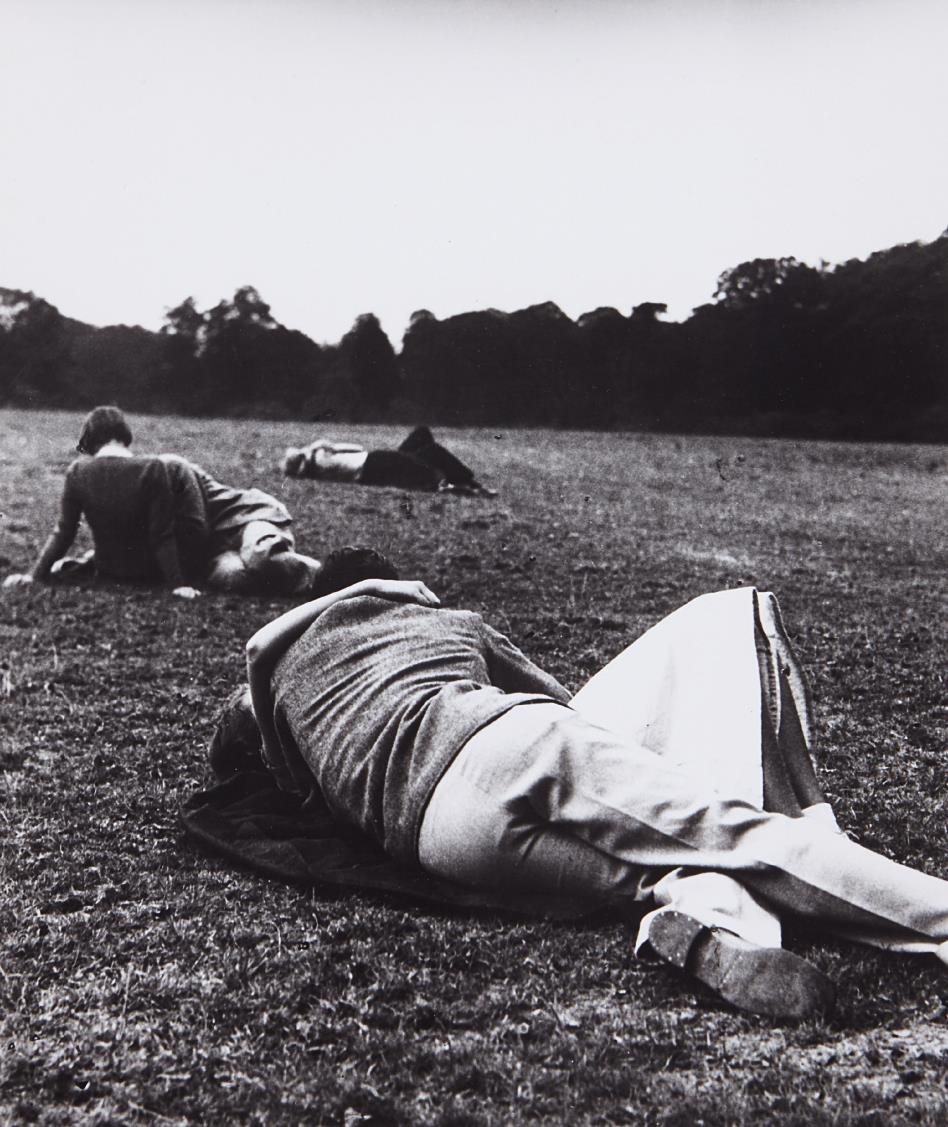 Bill Brandt-Sunday Evening, The Kissing Point, Hyde Park, London-1936