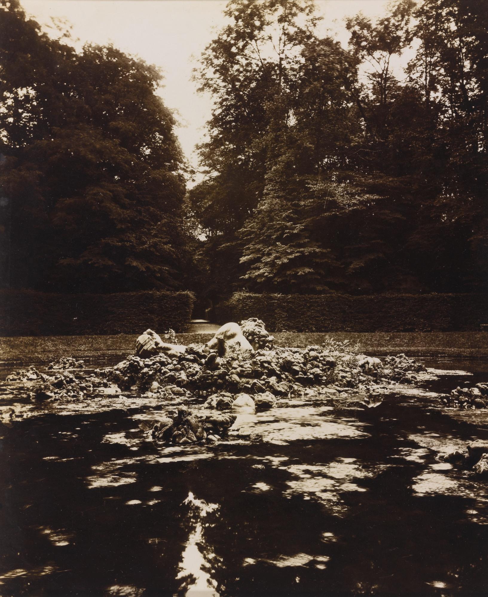 Eugene Atget-Versailles. Bassin De L'Encelade-1922