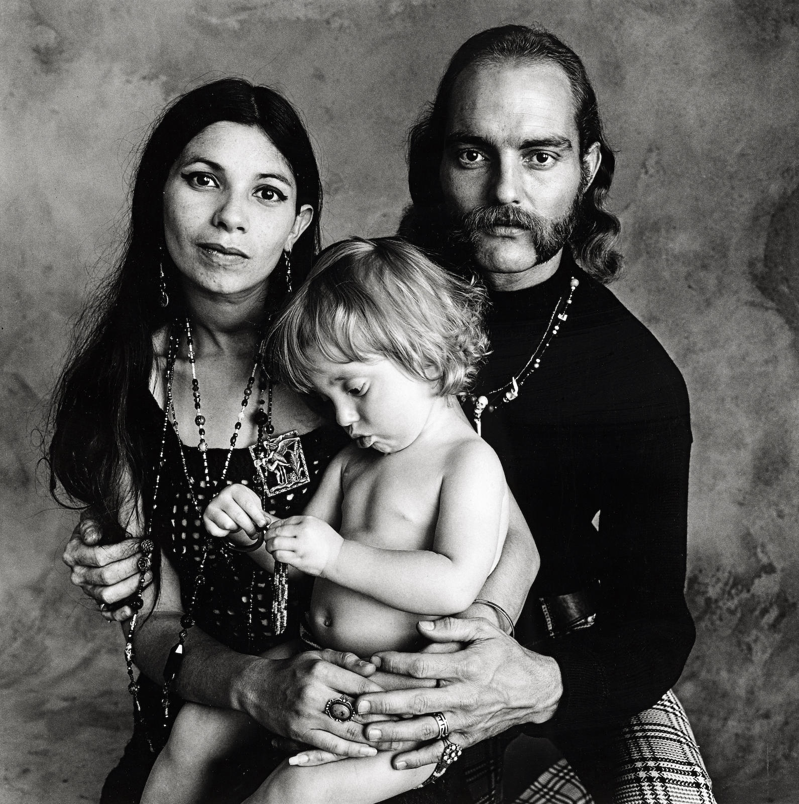 Irving Penn-Hippie Family (F)-1967