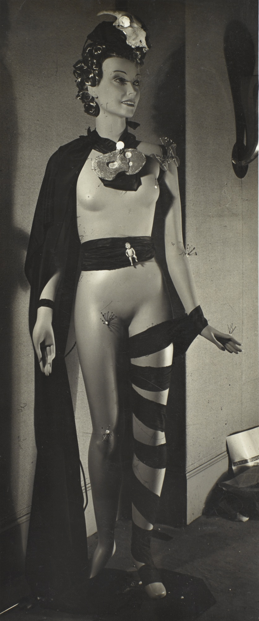 Raoul Ubac-Mannequin De Agustin Espinosa Exposition Internationale Du Surrealisme-1938