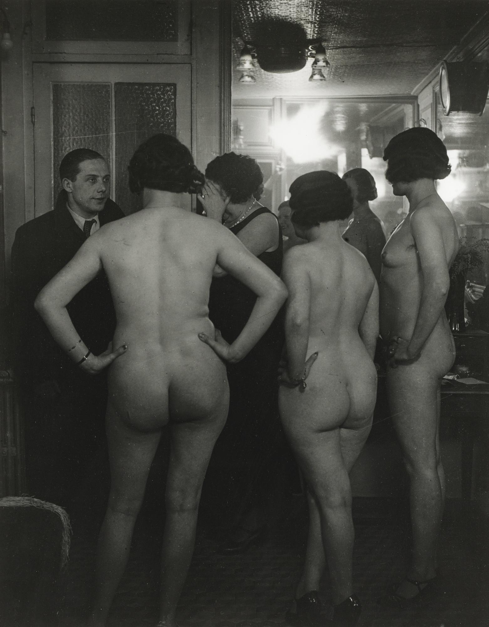 Brassai-Chez Suzy La Presentation' Vers-1932