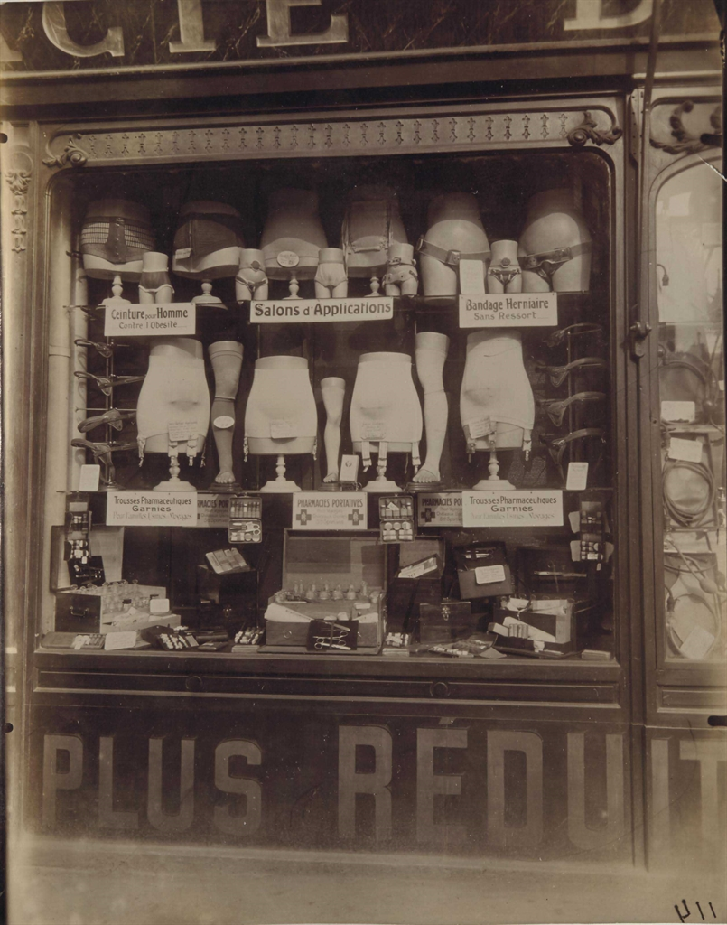 Eugene Atget-Pharmacie Boulevard de Strasbourg, Paris-1921