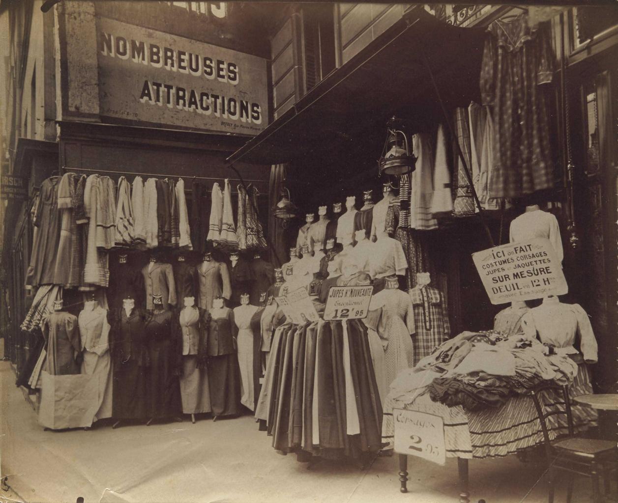 Eugene Atget-Boutique 61 rue au Maire, Paris-1910