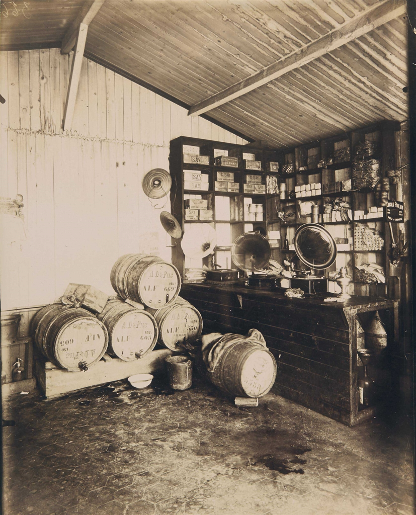 Eugene Atget-Marchand de vin-1912