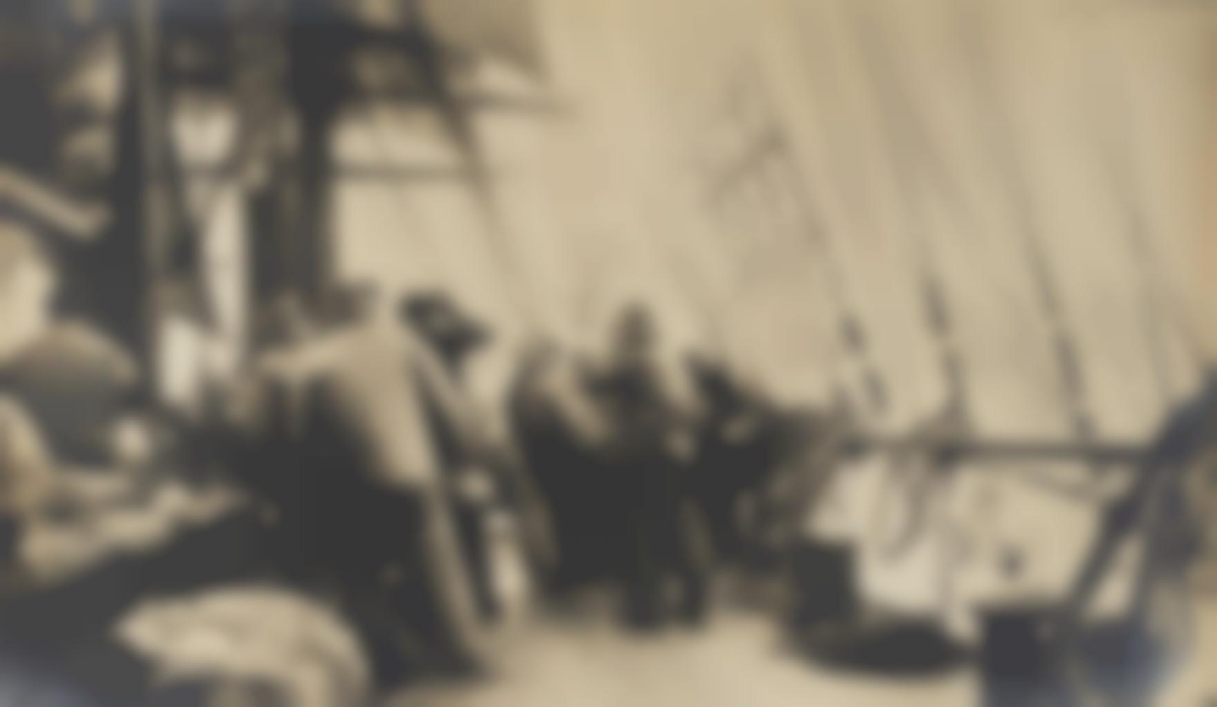 Photographer Unknown - Vues d'un voilier et son equipage en pleine tempete-1910