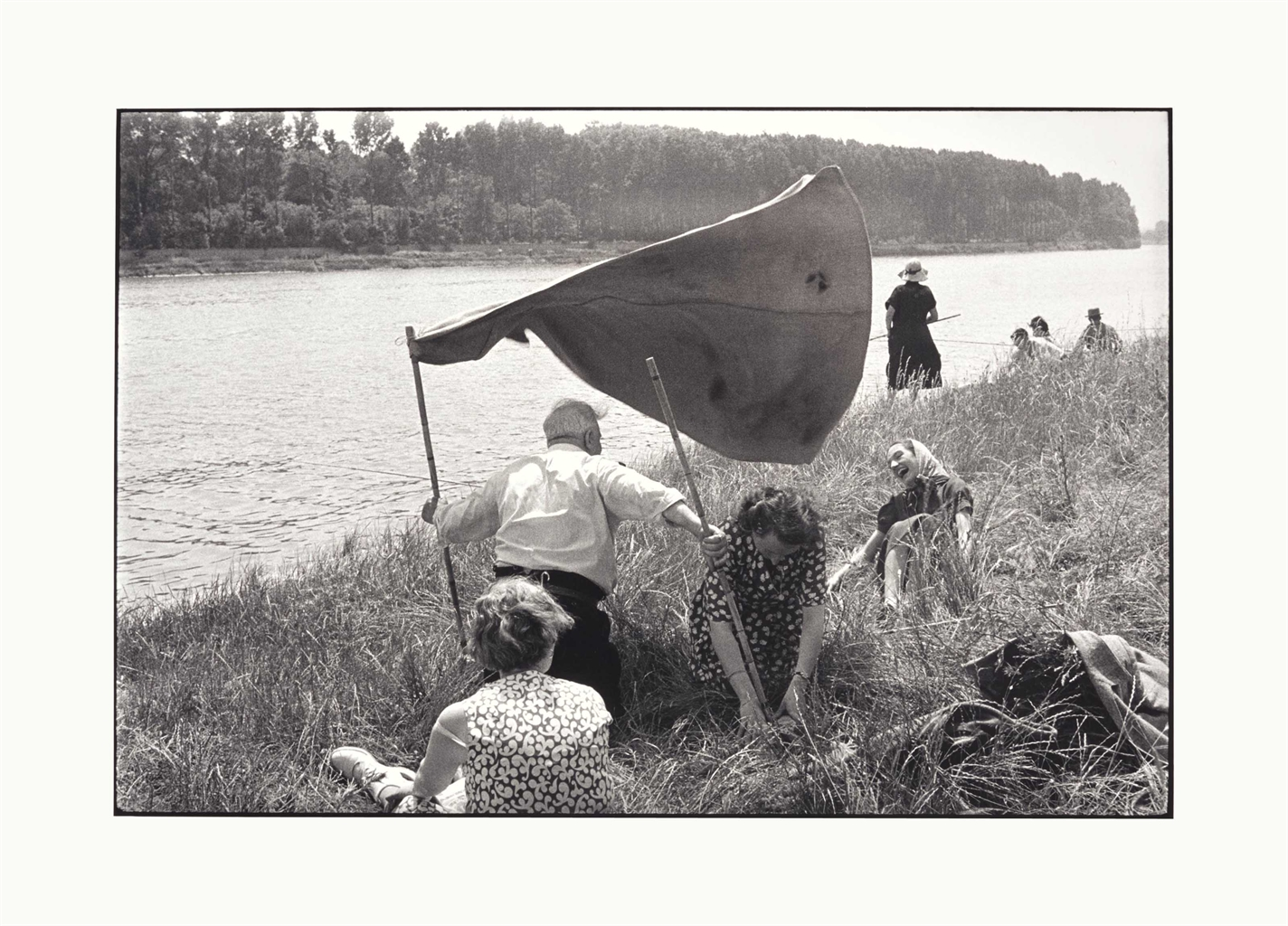 Henri Cartier-Bresson-Bords de la Seine, France-1955