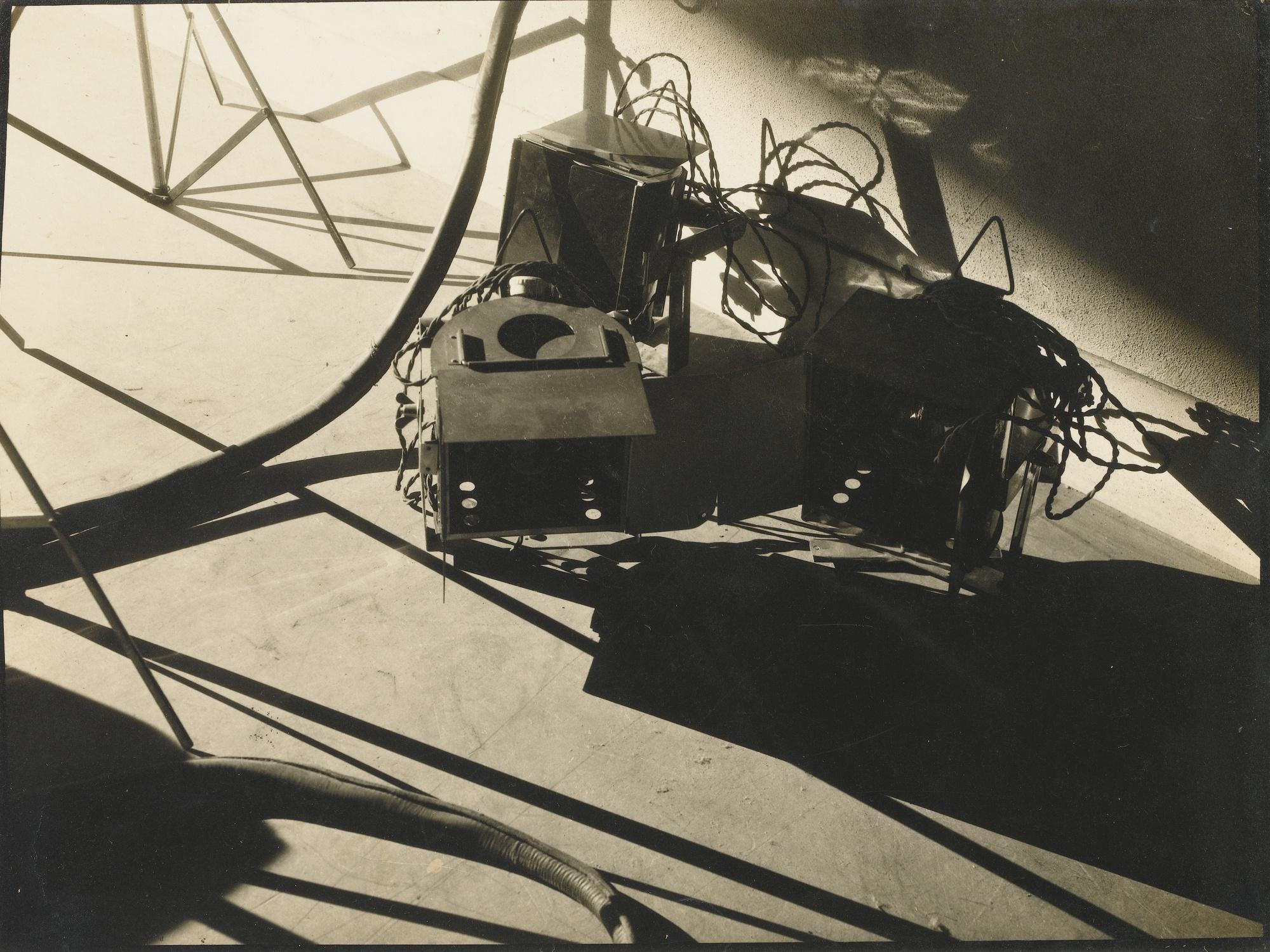 Maurice Tabard-Nature Morte Paris-1931