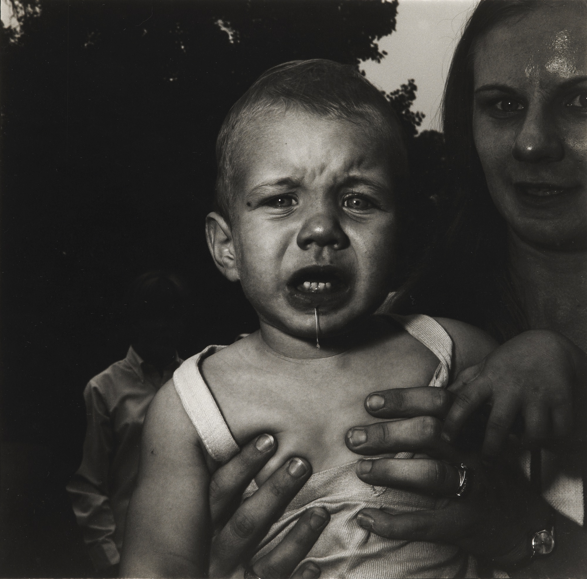 Diane Arbus-Mother Holding Her Child N.J.-1967