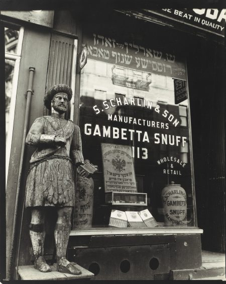Berenice Abbott-Snuff Shop New York-1938