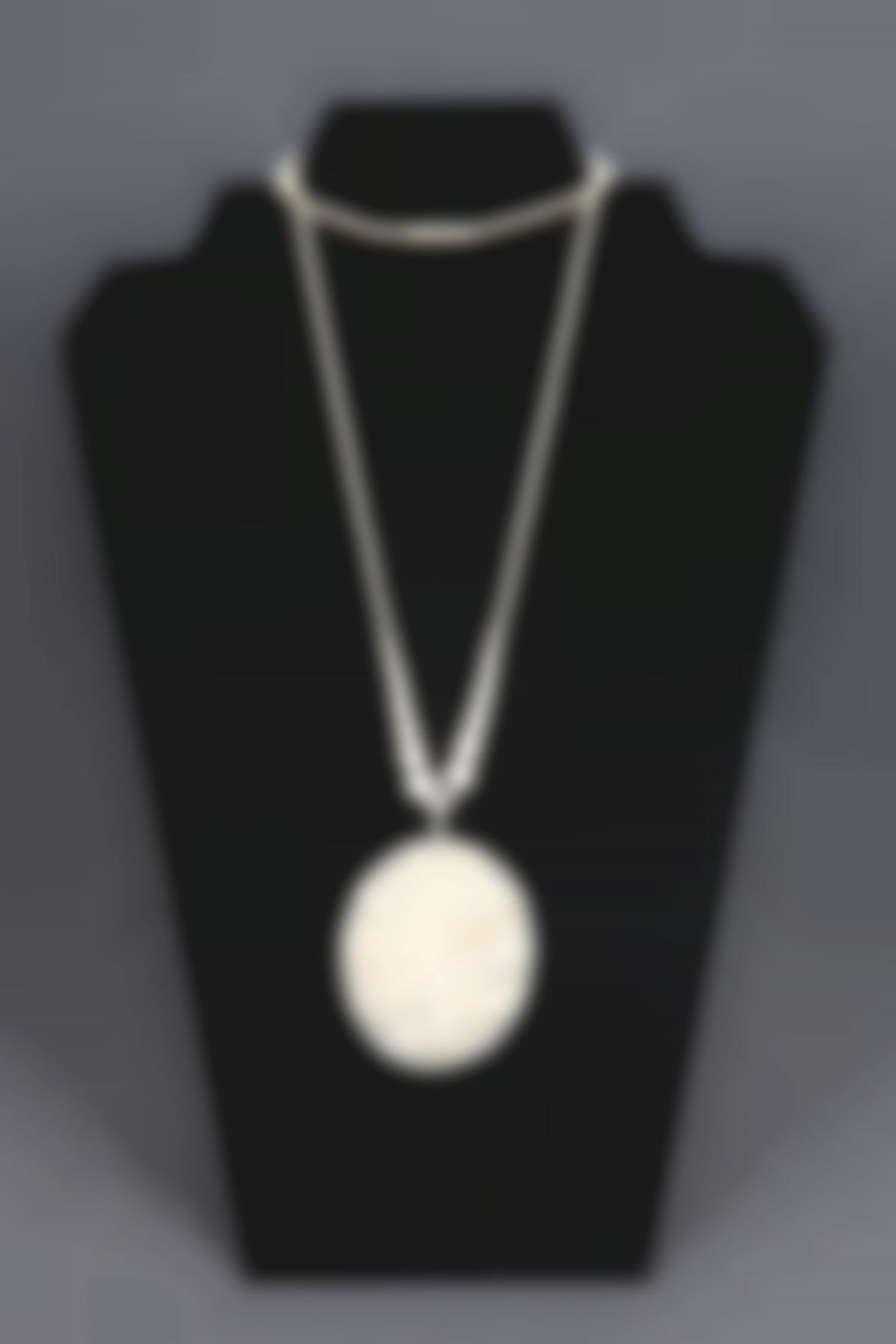A Simulated Ivory Necklace-