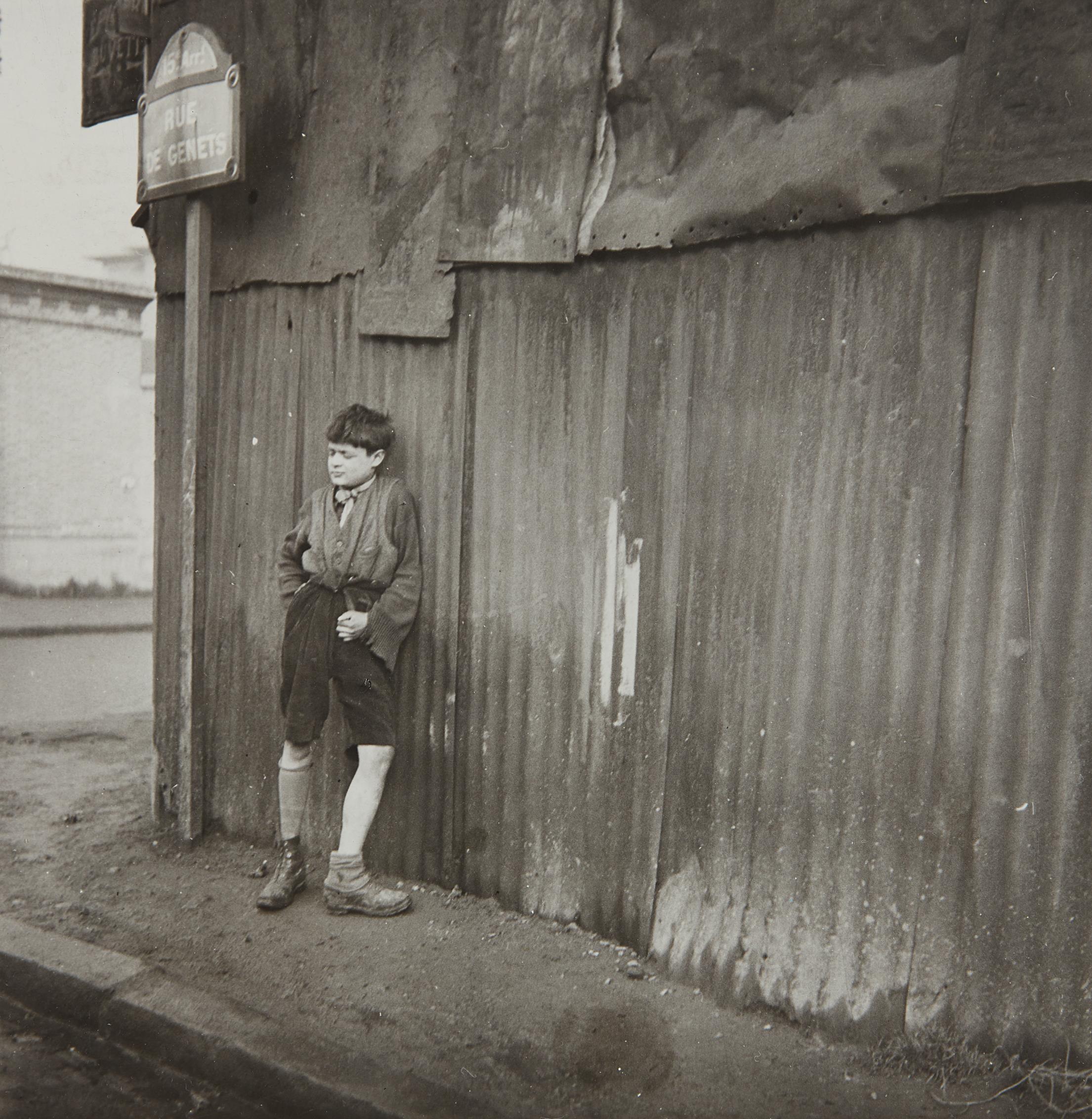 Dora Maar-Gamin aux Chaussures Depareilles-1933