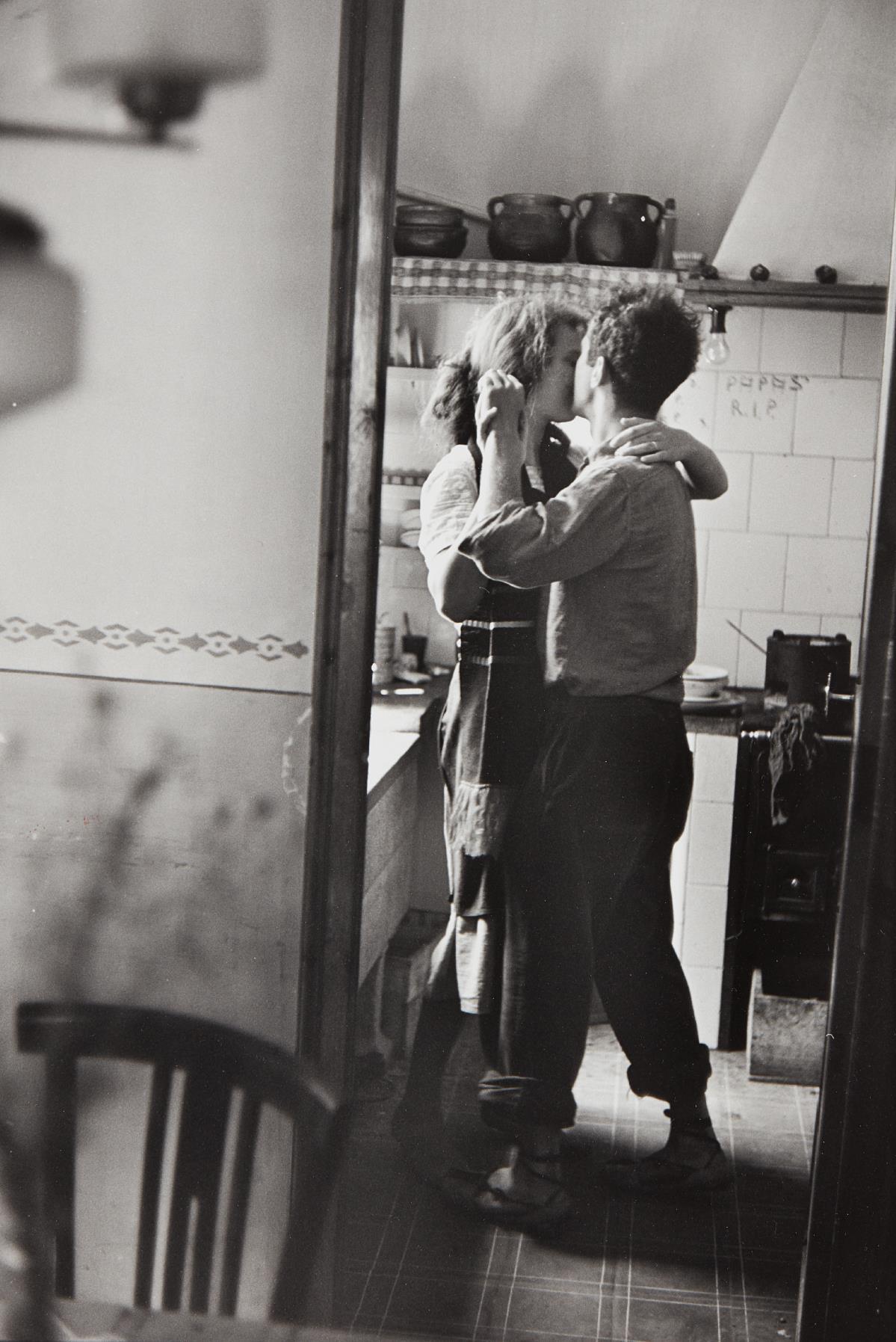 Elliott Erwitt-Valencia, Spain (Robert and Mary Frank)-1952