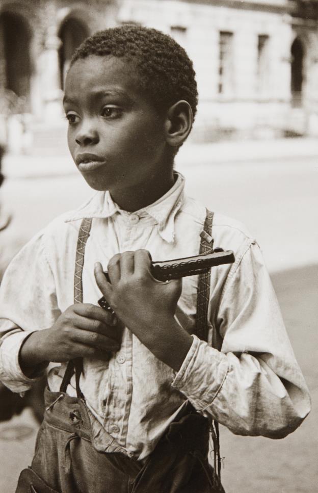 Helen Levitt-New York City (young boy)-1942