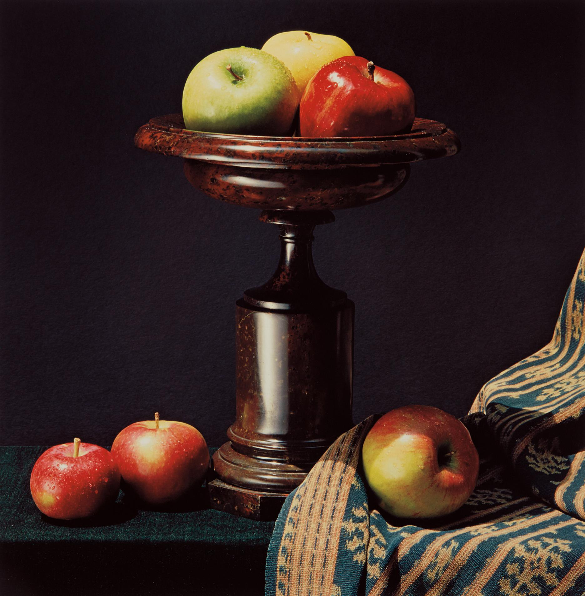 Robert Mapplethorpe-Apples and Urn-1987
