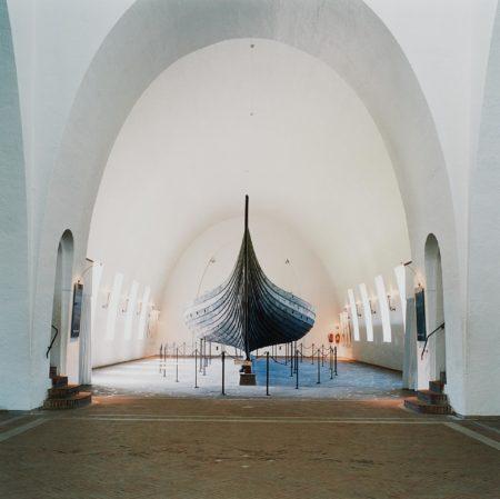 Candida Hofer-Wikingmuseum Oslo I-2000