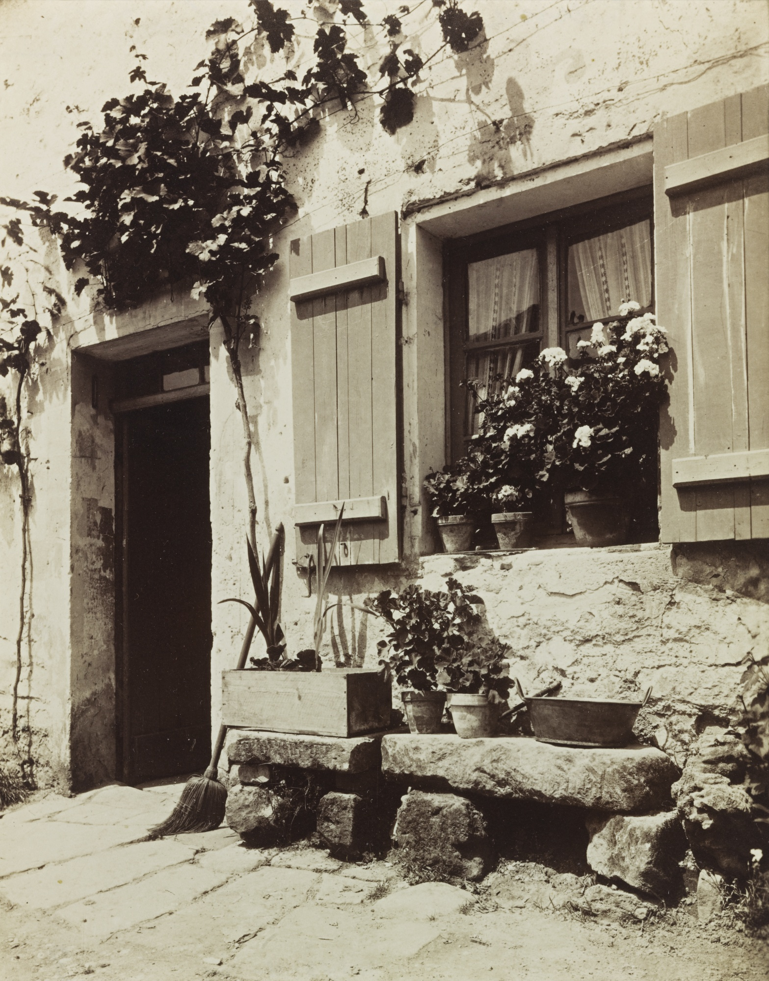 Eugene Atget-Ferme (Auvers S/ Oise)-1910