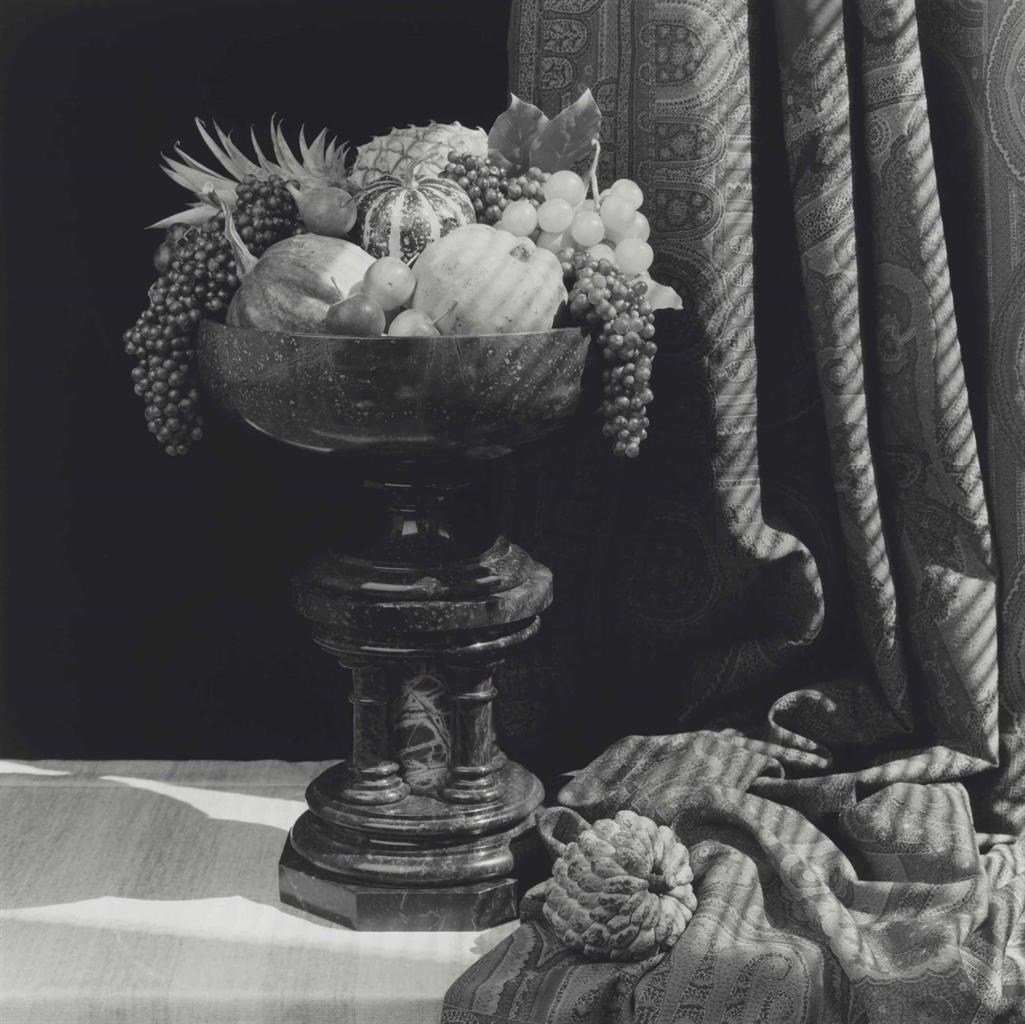 Robert Mapplethorpe-Urn With Fruit-1987