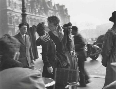 Robert Doisneau-Le Baiser De Lhotel De Ville-1950